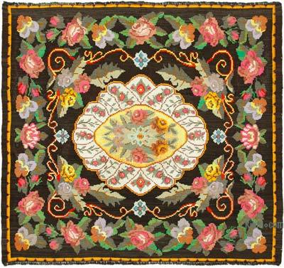 "Vintage Handwoven Moldovan Kilim Area Rug - 5'5"" x 6'1"" (65 in. x 73 in.)"