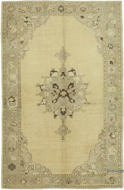 "All Wool Hand Knotted Vintage Area Rug - 5'6"" x 8'3"" (66 in. x 99 in.)"