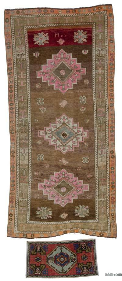 """Turkish Vintage Area Rug - 4' 10"""" x 10' 4"""" (58 in. x 124 in.)"""