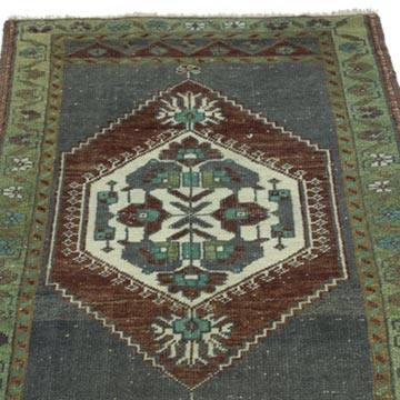 """Vintage Turkish Hand-Knotted Rug - 1' 10"""" x 3'  (22 in. x 36 in.) - K0052822"""